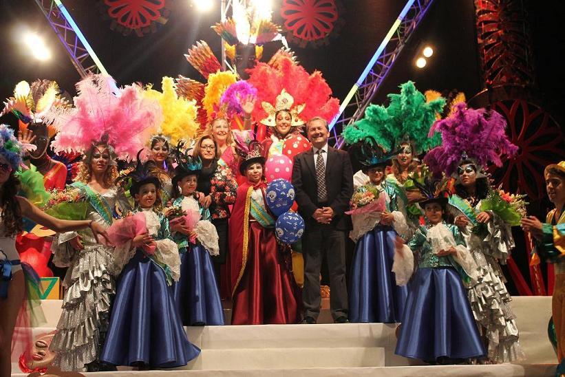 El ritmo de Brasil y la fantasía de Mary Poppins marcaron la Gala de Coronación de la corte del Carnaval de la Luz